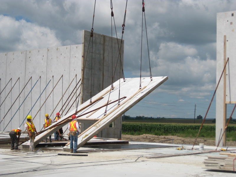 Algoma crane wall panel being Tilted-up